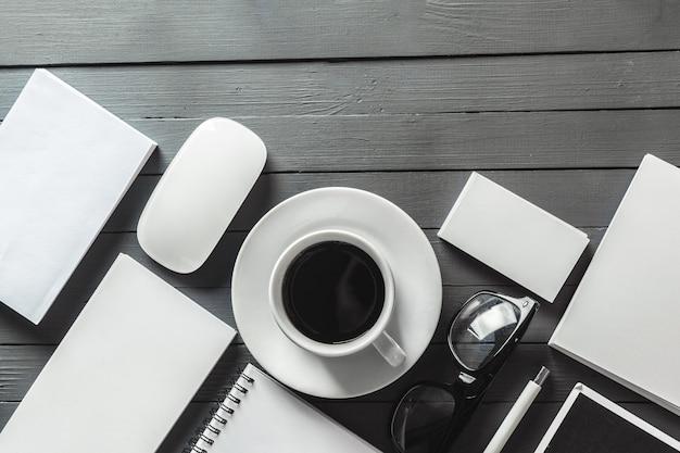 Бизнес-элементы на столе