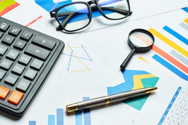 Бизнес-терминал с калькулятором и графиками с отчетами.