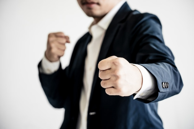 Бизнес, борьба за успех концепции. бизнесмен с боевой позе.