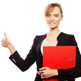 Концепция бизнеса, финансов и людей: счастливая улыбающаяся деловая женщина с жестом