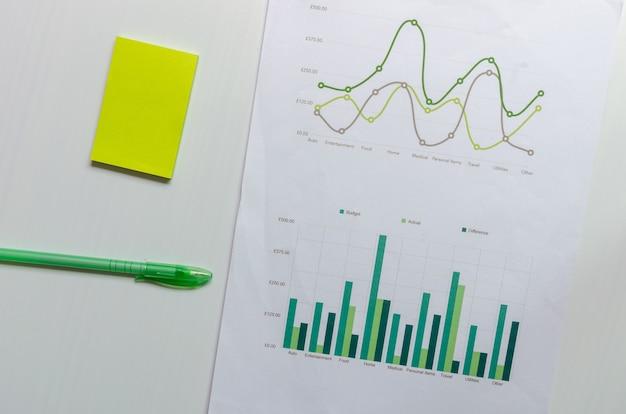 ペンによるビジネスグラフとチャートの財務、会計、統計、分析研究