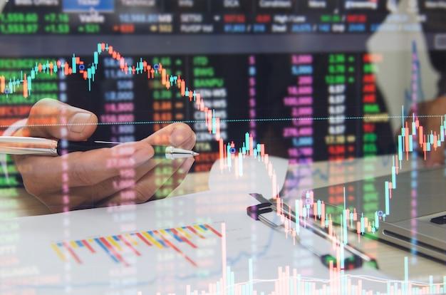 Бизнес-граф финансы и инвестиционная концепция. экономический рост на фондовом рынке, валютный рынок forex.