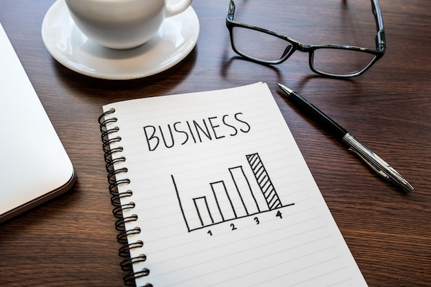 Идеи концепции роста бизнеса с диаграммой на блокноте