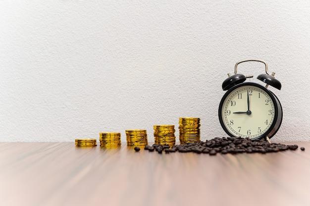 Концепция монеты роста бизнеса на столе в комнате