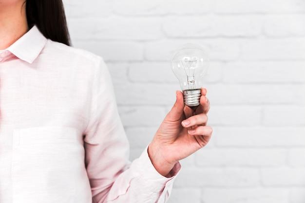 電球とのビジネスアイデアコンセプト