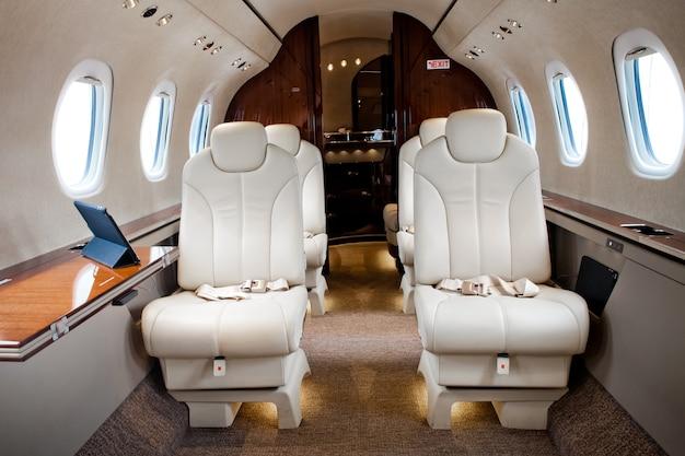 Интерьер самолета бизнес-джет