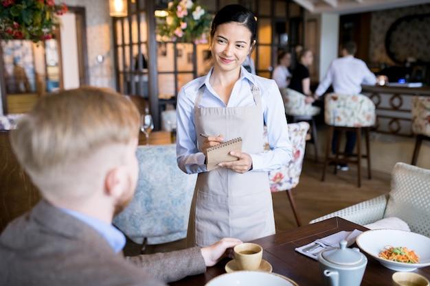 Бизнес ланч в кафе