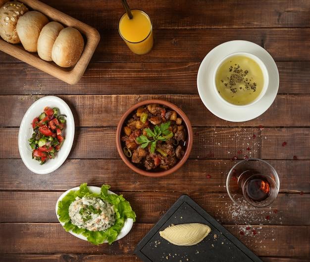 Бизнес-ланч с супом-салатом и джиз-бизом