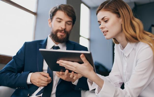 비즈니스 남자와 여자 전문가 직장 동료 기술 라이프 스타일