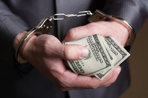 賄賂で逮捕されたビジネスマン