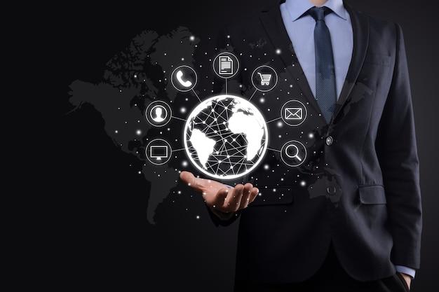 비즈니스 사람 hiold, 사용, 커뮤니티 기술 디지털의 infographic 아이콘을 누릅니다. 안녕 기술 및 빅 데이터의 개념입니다. 글로벌 연결 iot 사물 인터넷. ict 정보 통신 네트워크.