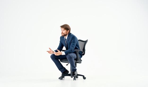 椅子の仕事マネージャーのオフィスのキャリアのビジネスマン。高品質の写真