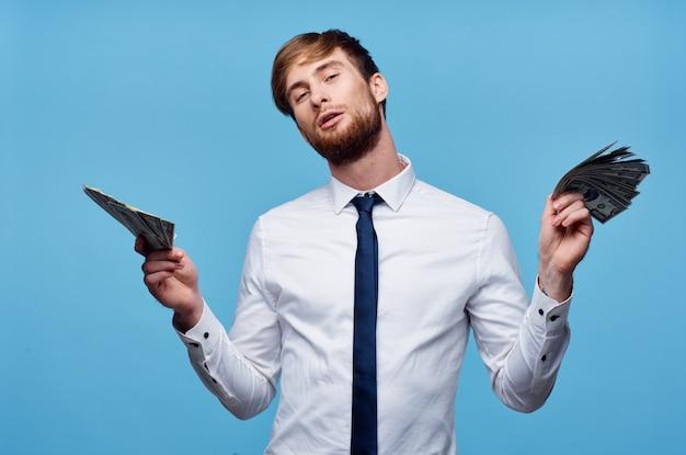 Деловой человек в рубашке с галстуком, очки, деньги, богатство, образ жизни
