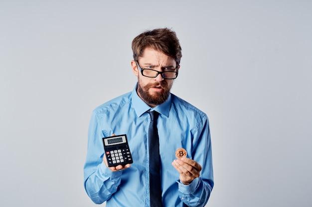ネクタイ仕事暗号通貨ビットコイン起業家とシャツを着たビジネスマン