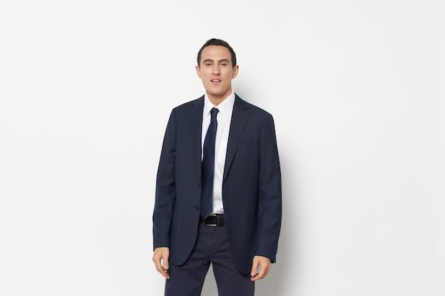 スーツの自信のオフィスエグゼクティブボスのビジネスマン