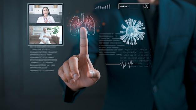 사업가 가상 인터페이스, 의사 분석 환자 폐와 홀로그램 디스플레이를 만지고 있습니다. 미래 디지털 기술의 개념. 의료 기술