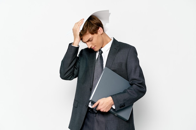 ビジネスマンオフィス書類財務官自信