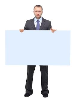 흰색 배경에 고립 된 빈 간판을 보여주는 사업가