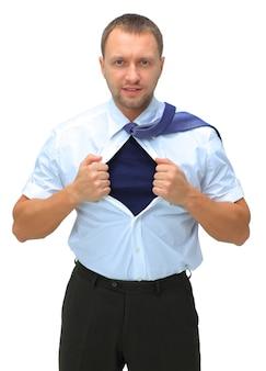 용기와 슈퍼맨 개념을 가진 사업가가 흰색 배경에 격리된 셔츠를 찢는다