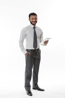 태블릿 젊은 사업가 사업가와 사업가