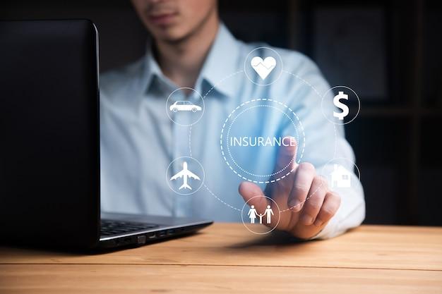보험 아이콘 비즈니스 남자 작업 컴퓨터