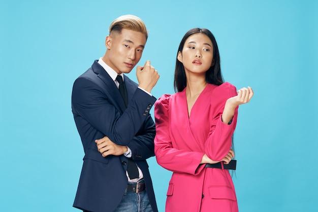 ビジネスの男性と女性の専門家マネージャーオフィス