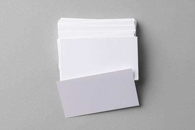 비즈니스 회색에 복사 공간이 카드를 모의