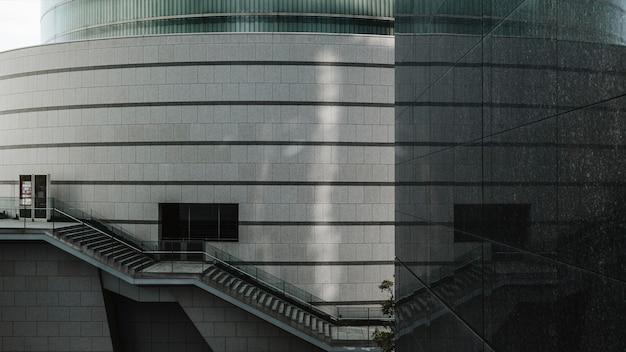 유리 외관으로 비즈니스 사무실 건물