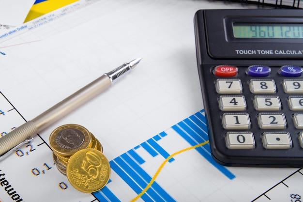 チャートと電卓のビジネスオフィステーブル