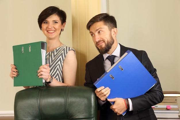 Деловые партнеры в офисе
