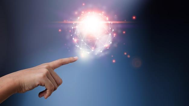 ビジネスマンは革新的なテクノロジーを使用しています。デジタルコンセプトと世界をつなぐ。