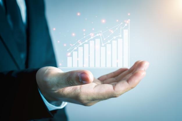 비즈니스 사람들은 주식형 차트 혁신 기술을 사용하고 있습니다. 혼합 매체, 디지털 스마트 폰 및 온라인 쇼핑 개념.