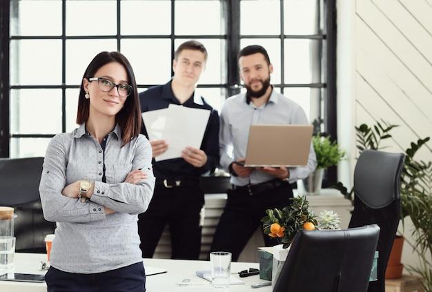 オフィスでのビジネス人々