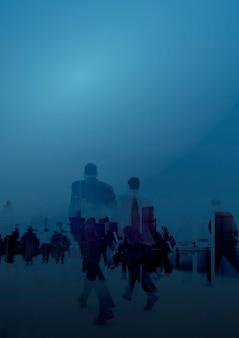 파란색 배경에서 사업 사람들 무료 사진