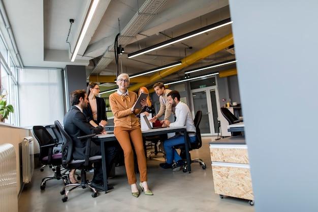 オフィスのビジネス人々