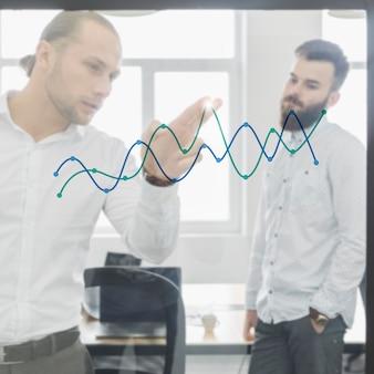 オフィスでチャートを見るビジネスマン