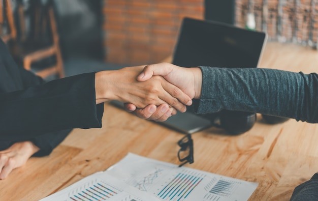 Business people shaking hands to congratulate the successful completion of the contract