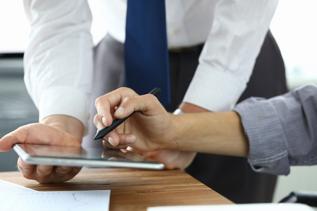 タブレットを使用してビジネス人々