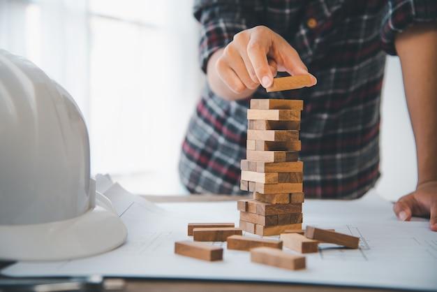 비즈니스의 비즈니스 위험 계획이 필요합니다. 명상은 비즈니스의 위험을 줄이기 위해 신중하게 결정해야합니다. 게임이 타워에서 나무 블록으로 그려 졌기 때문에