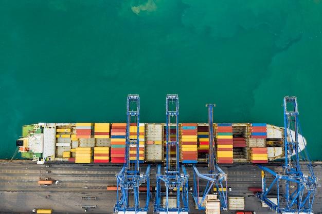 Бизнес-сервис и индустрия доставки грузовых контейнеров, транспортно-экспедиторский терминал