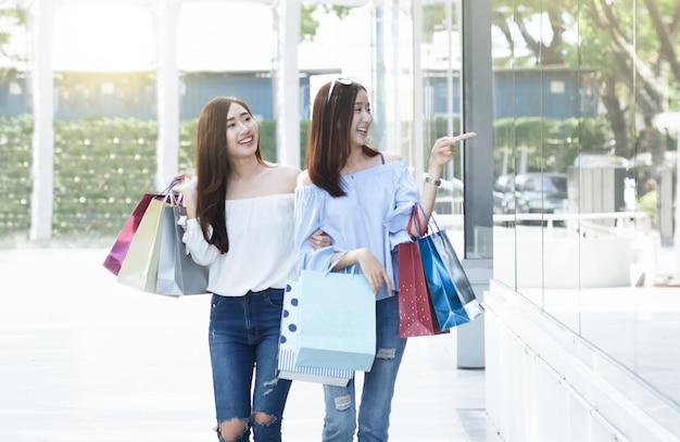 비즈니스 쇼핑 상황 아이디어 개념입니다.