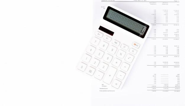 사업 시작 분석 요약 보고서 및 계산기를 사용하여 숫자를 계산합니다.