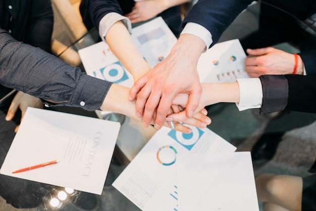 Успех в бизнесе. достижение командной работы