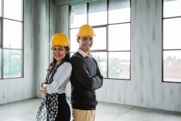 Business team back to back crossed their arm and wearing hardhat