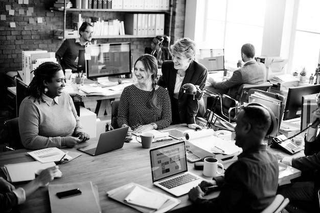ビジネスチームワーキングオフィスワーカーの概念