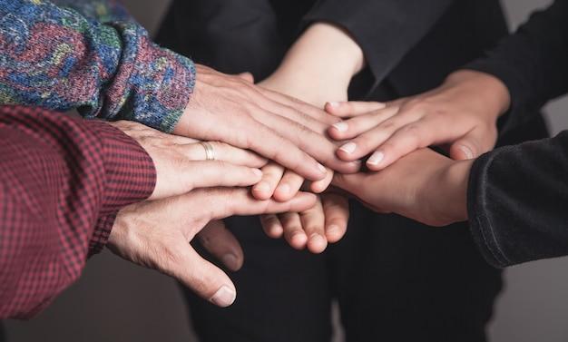 Бизнес-концепция совместной работы. единство, друзья, группа