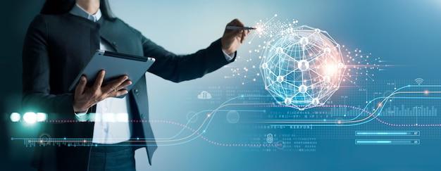 グローバル構造のネットワーキングとデータ交換の顧客接続を描くビジネスウーマン