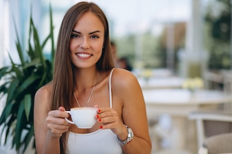 Business woman drinking tea in a cafe