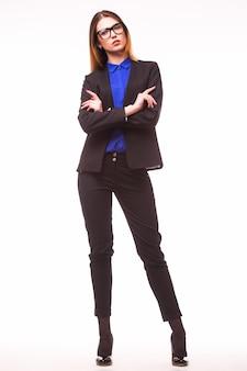 Donna d'affari in piedi in tutta la lunghezza isolata sul muro bianco. Foto Gratuite