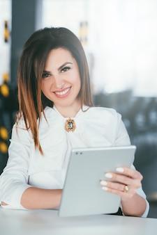 Бизнес-леди. успешная сильная женщина-лидер